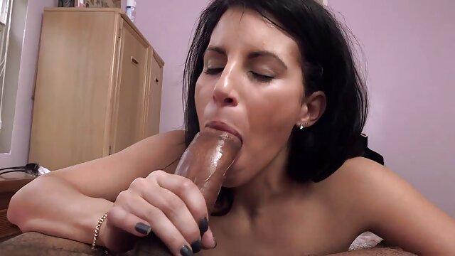 彼女の膣に美しいブルネットを性交する。 女性 専用 の エロ 動画