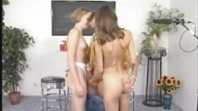 若いおっぱいの間で性交。 女の子 専用 アダルト 動画