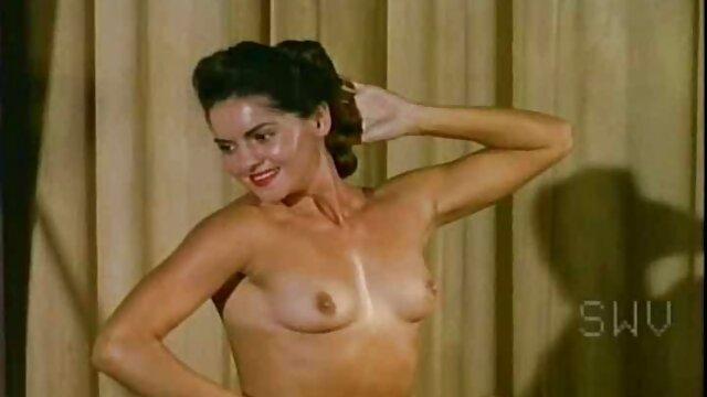 ガールフレンドは、ピアスクリトリスで自分自身を揚げ、精子で彼女の顔を噴霧した。 エロ 動画 女の子 専用