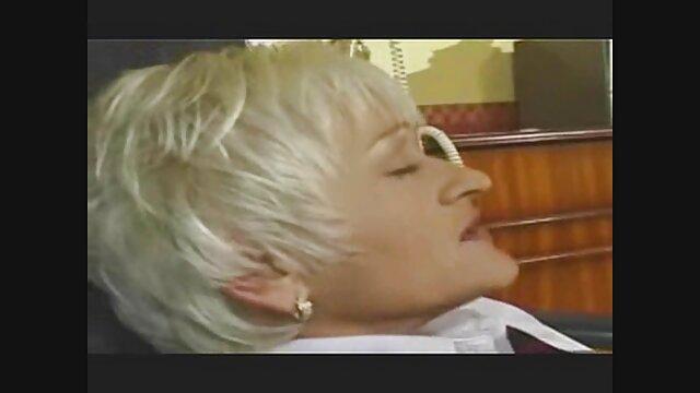 店での女性の公共の屈辱。 女 専用 エロ 動画