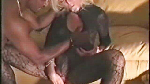黒い肌の女の子が自分自身を愛撫する。 女性 専用 エッチ 無料 動画