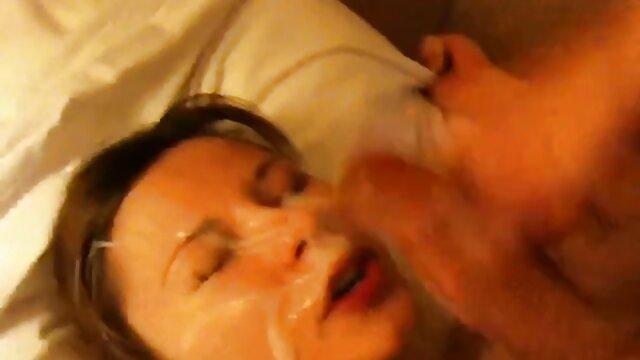 ウェブカメラの揺れの前で寝室で踊る黒髪の女性 女性 専用 アダルト 動画
