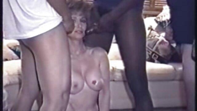 床の上に裸の赤毛でエロチック。 女性 専用 無料 アダルト