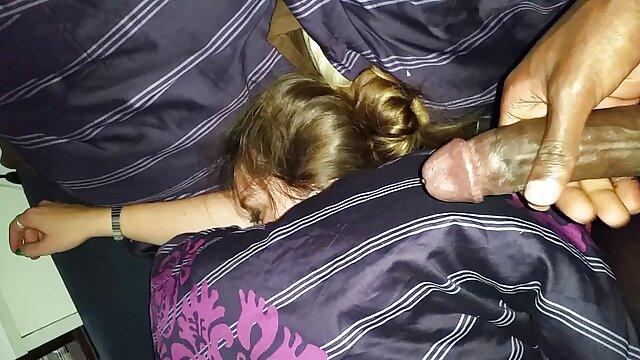 隣人のソファの上で口と肛門の中で彼氏と性交する18歳の女の子。 エロ 動画 女性 専用 風俗