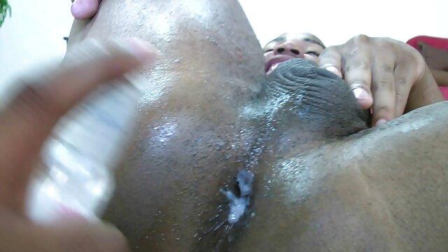 美しい黒の女性は巻き毛の男を吸う 女子 専用 無料 エロ 動画