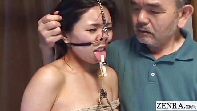 女性はチンコを吸って前で写真を撮る。 女性 専用 アダルト 動画 無料