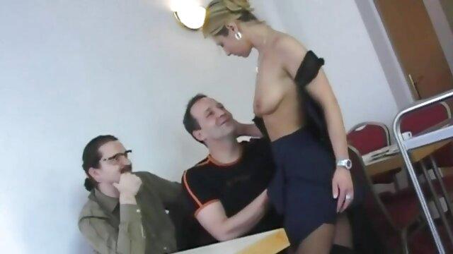 男は猫を舐め、陰毛でアスリートを犯した。 女性 専用 無料 アダルト