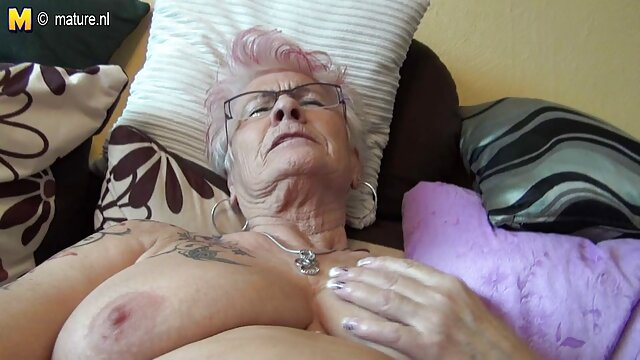 彼女の禿げた恋人のコックに貪欲にジャンプブロンド。 無料 女性 専用 エロ 動画
