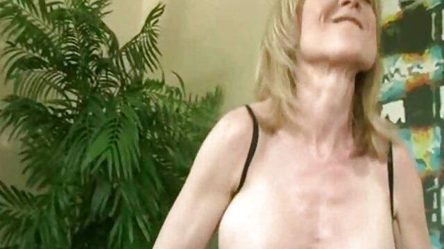 幼なじみとセックスしている女の子。 女子 専用 エロ 動画