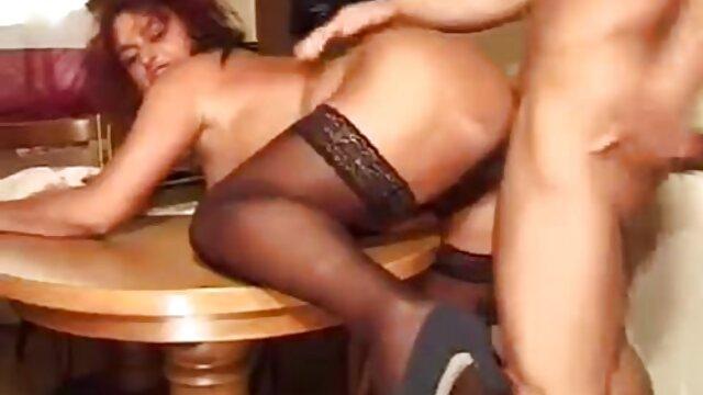 下着から男のペニスを取り出し、彼女のマンコをガンに入れて運転する脚の長い女性。 女性 専用 の エロ 動画