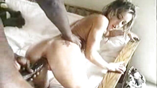 ロシアのレズビアンに豪華な下着copulatedとディルド 女性 専用 車両 エロ 動画