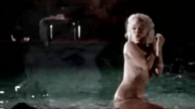 ロシアの濡れた膣は大きな牛乳を公開し、肛門性を行います エロ 動画 無料 女性 専用