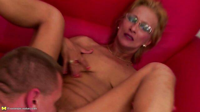二つの半裸のガールフレンド揺れ尻の前のウェブカメラ 女性 専用 エロ 動画 サイト