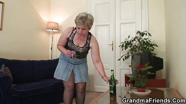 女性は心配している隣人と性交するドアの敷居に満足することはありません 女性 専用 エロ ビデオ