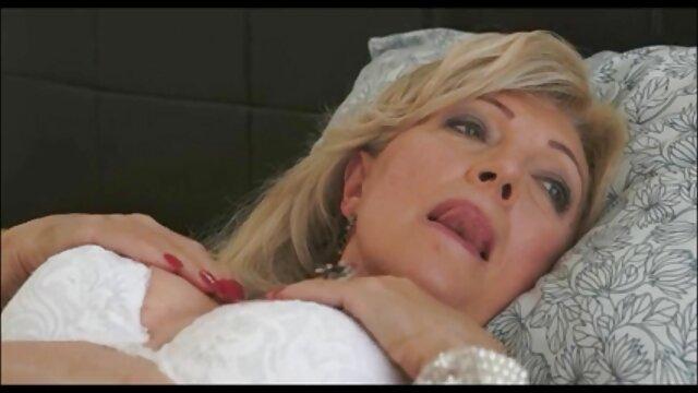 黒のおばちゃんが薄くオリーブオイルを塗った大きなィルド。 女性 専用 動画 アダルト