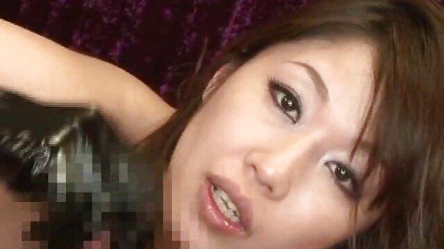 ブロンド食べ彼女自身で寝室押し彼女の黒パンツ 女性 専用 無料 エロ 動画